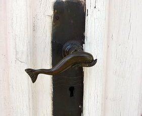 Rusty_Keys_Door-2348305__340