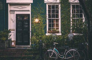 unattended_bicycle_vintage-1149558__340